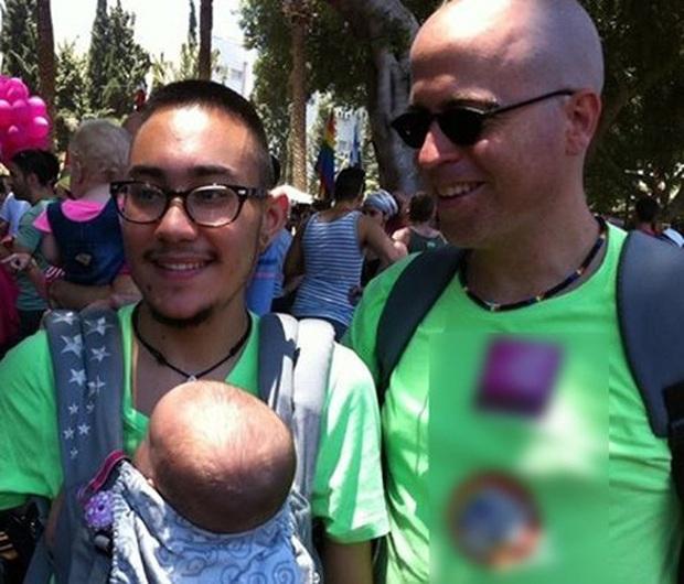 Không chỉ ở Việt Nam, trên thế giới đã có người đàn ông sinh con tới tận 3 lần, cận cảnh quá trình sinh nở gây xúc động - Ảnh 1.