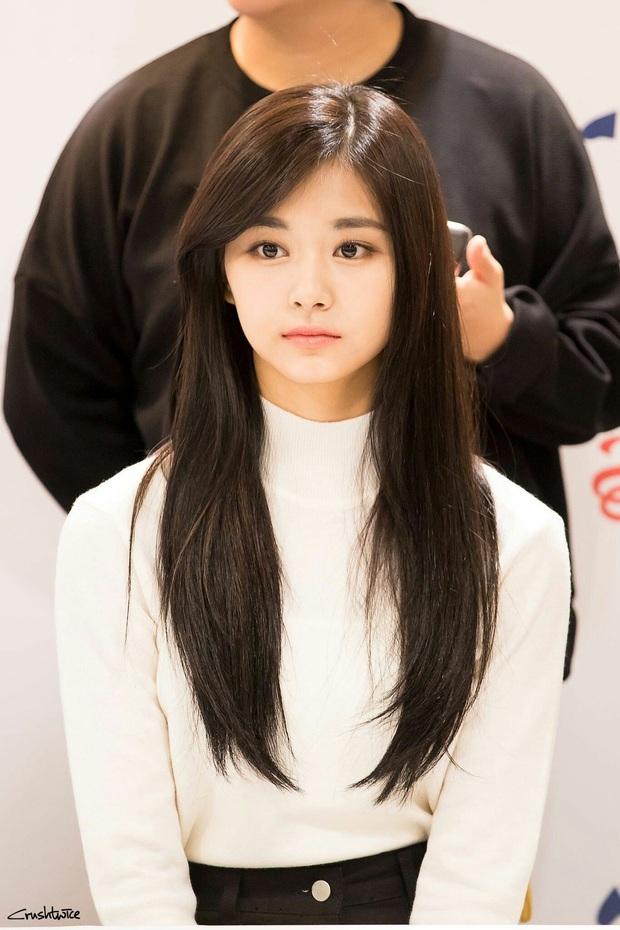 Nhan sắc ít phấn son của Tzuyu (Twice) gây tranh cãi: Lúc bị chê thậm tệ, lúc lại đẹp như thiên thần - Ảnh 13.