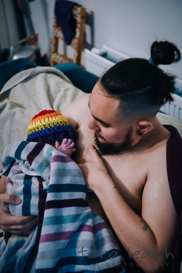 Không chỉ ở Việt Nam, trên thế giới đã có người đàn ông sinh con tới tận 3 lần, cận cảnh quá trình sinh nở gây xúc động - Ảnh 8.