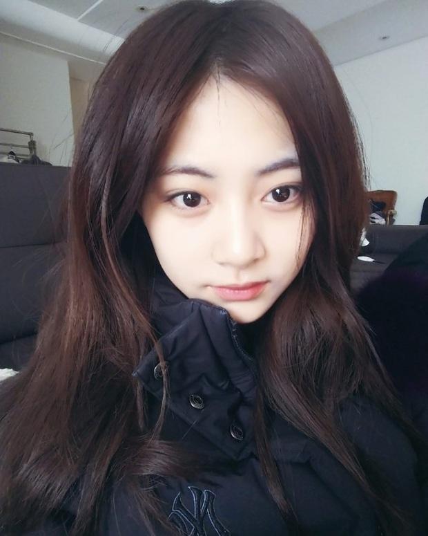Nhan sắc ít phấn son của Tzuyu (Twice) gây tranh cãi: Lúc bị chê thậm tệ, lúc lại đẹp như thiên thần - Ảnh 8.