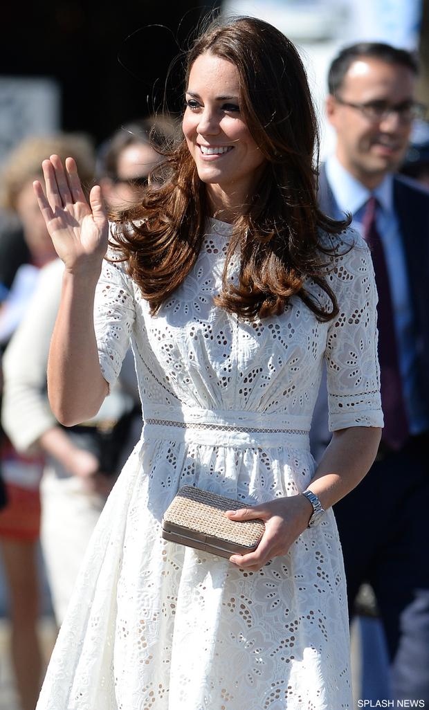 3 cách đeo túi của Công nương Kate giúp cô luôn tỏa sáng, quan trọng là nàng công sở cũng có thể áp dụng theo tức thì - Ảnh 8.