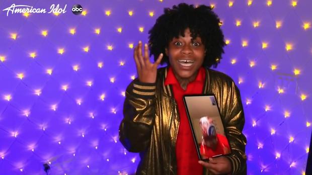 Cô ca sĩ dưới tàu điện ngầm chiến thắng American Idol 18 trong một lễ trao giải trực tiếp tại gia - Ảnh 1.