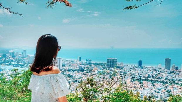 Đứng hình trước cảnh đường lên ngọn hải đăng Vũng Tàu vào ngày hôm qua: Đông đến ngộp thở, xe máy nhích từng chút một - Ảnh 13.