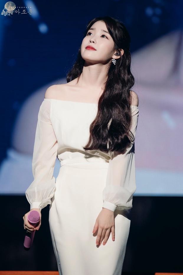IU đe dọa ngôi vị bờ vai đẹp nhất Kpop của Jennie, bất ngờ nhỉnh hơn hẳn một mẩu BLACKPINK ở điểm này - Ảnh 4.