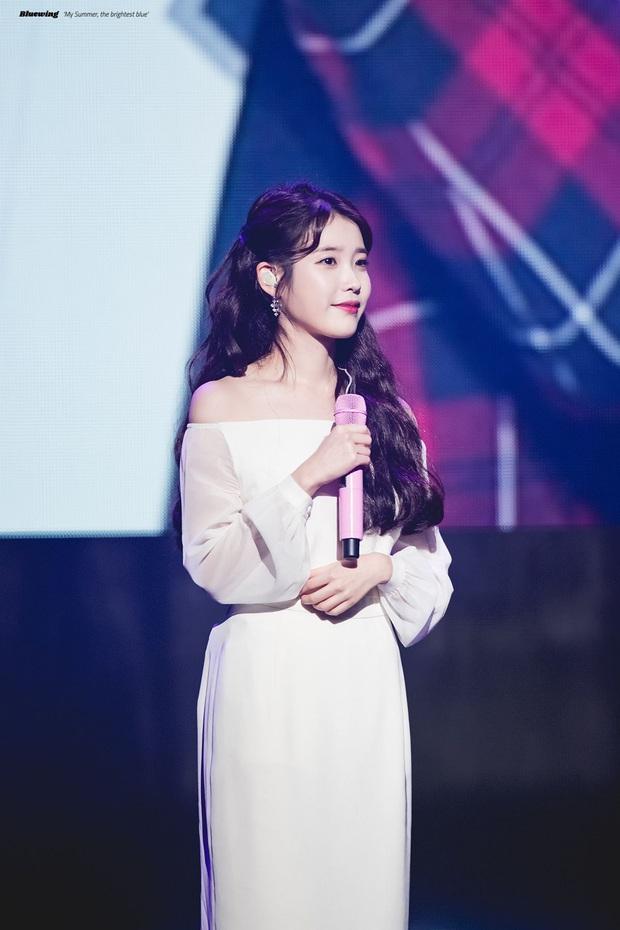 IU đe dọa ngôi vị bờ vai đẹp nhất Kpop của Jennie, bất ngờ nhỉnh hơn hẳn một mẩu BLACKPINK ở điểm này - Ảnh 5.