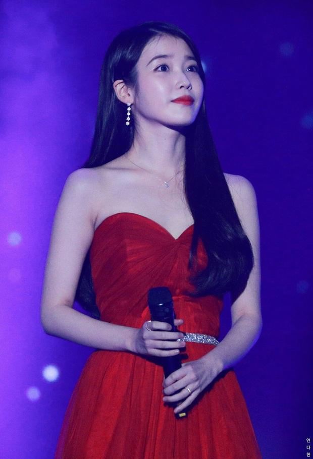 IU đe dọa ngôi vị bờ vai đẹp nhất Kpop của Jennie, bất ngờ nhỉnh hơn hẳn một mẩu BLACKPINK ở điểm này - Ảnh 18.