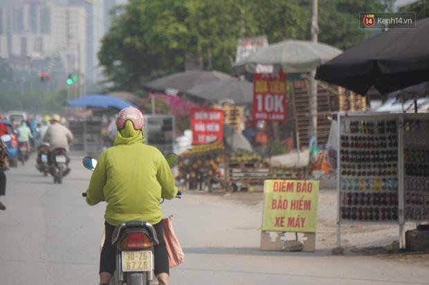 Hà Nội: Người dân đổ xô đi mua bảo hiểm xe máy, nơi bán giá siêu rẻ 20.000đ/ năm mọc lên nhan nhản ở lề đường - Ảnh 2.