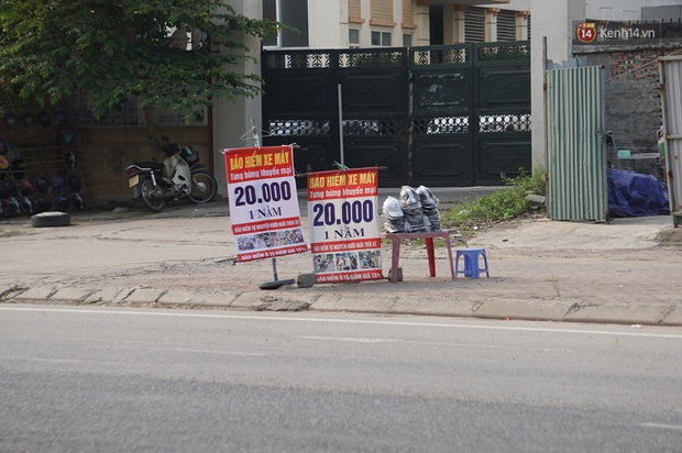 Hà Nội: Người dân đổ xô đi mua bảo hiểm xe máy, nơi bán giá siêu rẻ 20.000đ/ năm mọc lên nhan nhản ở lề đường - Ảnh 5.