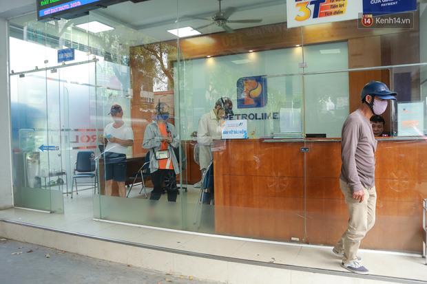 Hà Nội: Người dân đổ xô đi mua bảo hiểm xe máy, nơi bán giá siêu rẻ 20.000đ/ năm mọc lên nhan nhản ở lề đường - Ảnh 6.