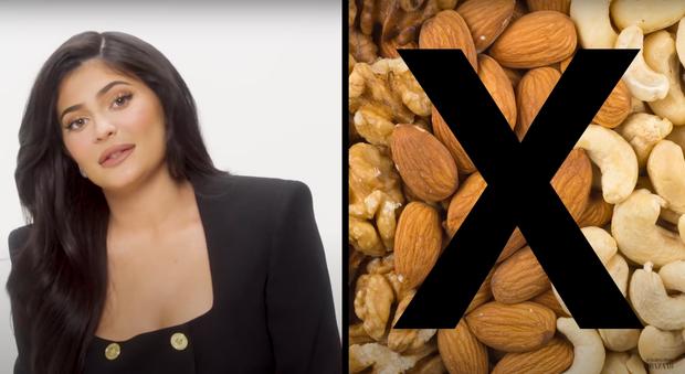 Tiết lộ thú vị về thực đơn một ngày của tỷ phú trẻ Kylie Jenner: mê toàn món bình dân nhưng tuyệt đối không bao giờ ăn một loại thực phẩm này trong nhà - Ảnh 5.