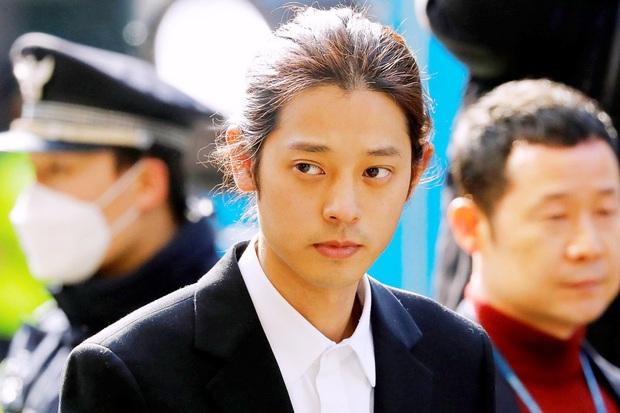 Hé lộ cuộc sống trong tù của Jung Joon Young: Bị hỏi thăm, tội phạm khác bắt làm một điều vì từng là ca sĩ - Ảnh 2.