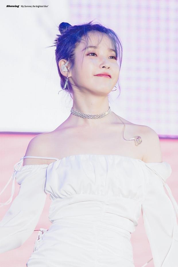 IU đe dọa ngôi vị bờ vai đẹp nhất Kpop của Jennie, bất ngờ nhỉnh hơn hẳn một mẩu BLACKPINK ở điểm này - Ảnh 24.