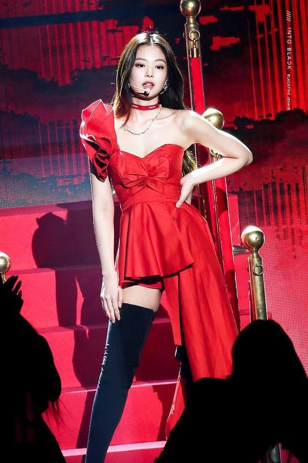 IU đe dọa ngôi vị bờ vai đẹp nhất Kpop của Jennie, bất ngờ nhỉnh hơn hẳn một mẩu BLACKPINK ở điểm này - Ảnh 2.