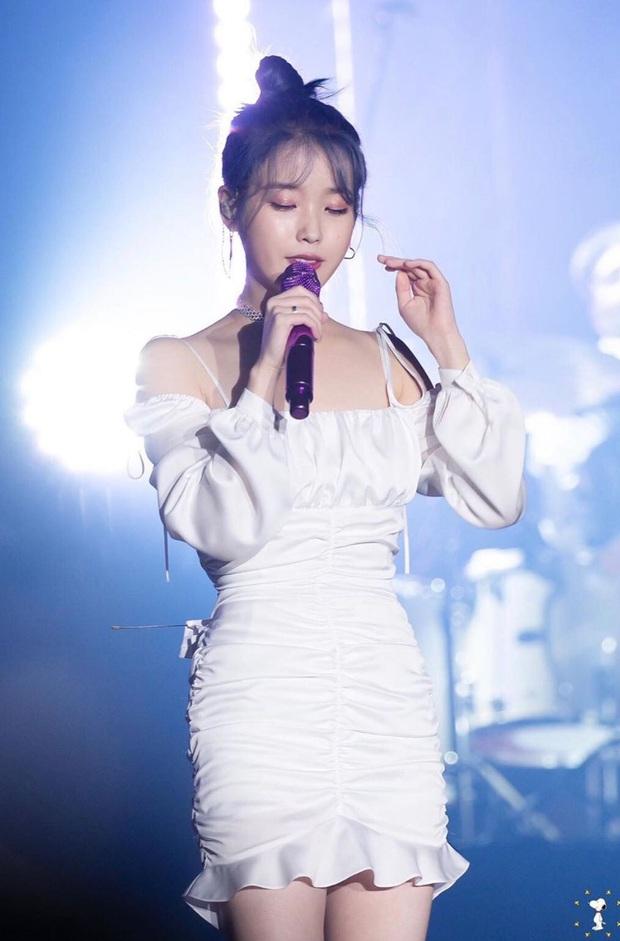 IU đe dọa ngôi vị bờ vai đẹp nhất Kpop của Jennie, bất ngờ nhỉnh hơn hẳn một mẩu BLACKPINK ở điểm này - Ảnh 23.