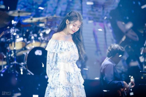 IU đe dọa ngôi vị bờ vai đẹp nhất Kpop của Jennie, bất ngờ nhỉnh hơn hẳn một mẩu BLACKPINK ở điểm này - Ảnh 12.