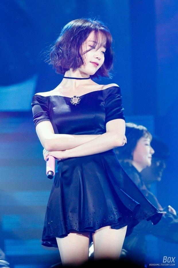 IU đe dọa ngôi vị bờ vai đẹp nhất Kpop của Jennie, bất ngờ nhỉnh hơn hẳn một mẩu BLACKPINK ở điểm này - Ảnh 22.