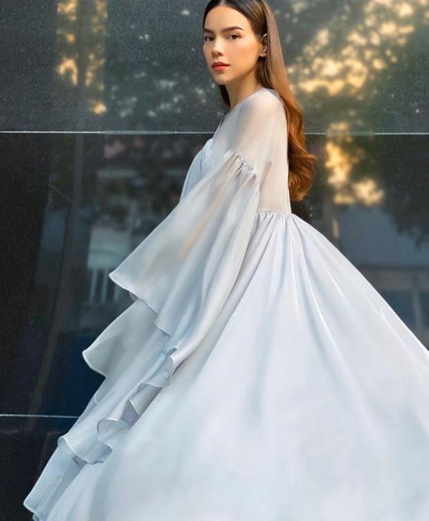 Hà Hồ lộ bụng lùm lùm, chăm diện váy rộng che chắn vòng 2 làm rộ tin có bầu với Kim Lý - Ảnh 7.