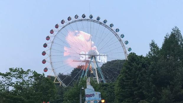 """Chưa bao giờ hết sốc với độ """"chịu chơi""""của fan Kpop: bao trọn công viên giải trí lớn thứ 7 thế giới, thiết kế trò chơi chủ đề mừng sinh nhật idol - Ảnh 4."""