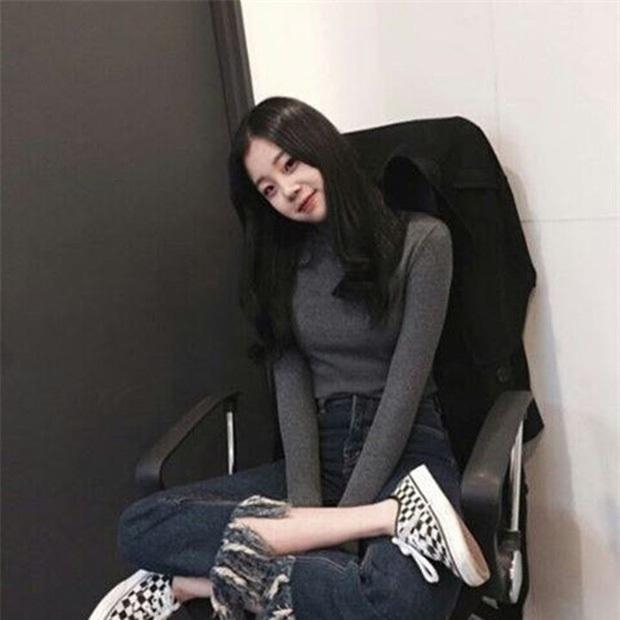 Thoát mác xấu nhất lịch sử Kpop sau màn lột xác xinh xắn, JooE lại gây sốc vì ảnh thẻ ảo đến mức fan... từ chối nhận idol - Ảnh 6.
