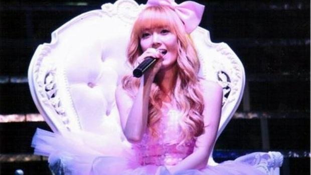 Sân khấu cover Barbie Girl huyền thoại của Jessica bất ngờ sống dậy: Một thời tuổi thơ ngồi hóng trước TV, viral đến nỗi ai cũng tưởng là bản gốc! - Ảnh 2.