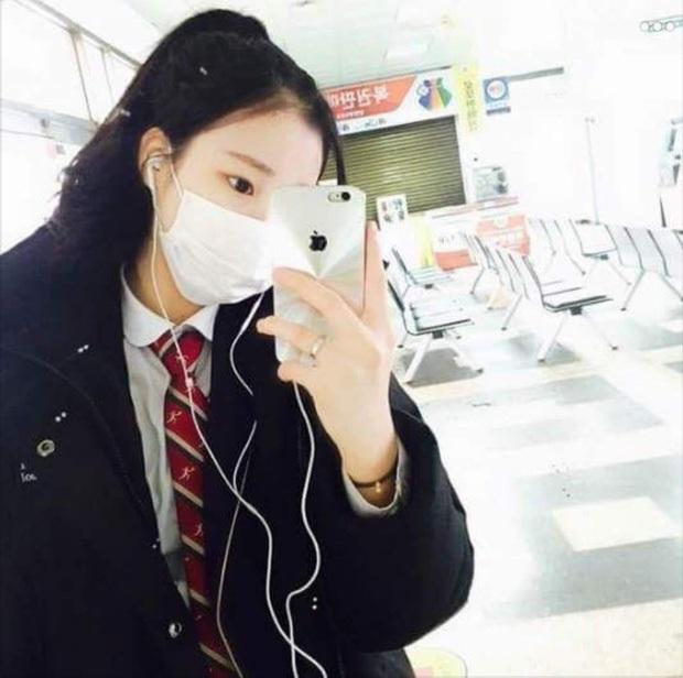 Thoát mác xấu nhất lịch sử Kpop sau màn lột xác xinh xắn, JooE lại gây sốc vì ảnh thẻ ảo đến mức fan... từ chối nhận idol - Ảnh 7.