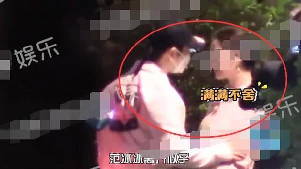 Tình cũ Lý Thần vừa bị bắt gặp dẫn bạn gái về nhà, Phạm Băng Băng cũng ôm chặt người đàn ông lạ mặt trên phố? - Ảnh 3.