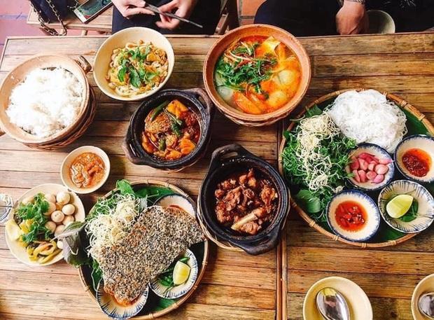 Cận cảnh chất lượng món ăn tại quán cơm mới khai trương của danh hài Trường Giang, khu sân thượng có thứ siêu đặc biệt mà ai cũng tò mò muốn ghé - Ảnh 8.