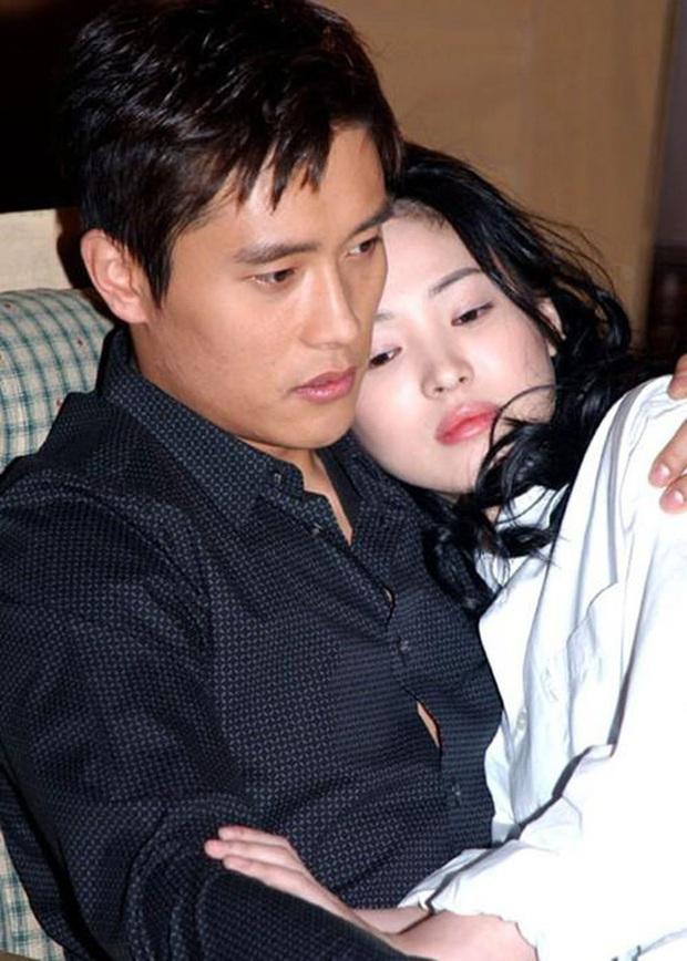 22 tuổi, Song Hye Kyo từng yêu như điên như dại một gã đàn ông đào hoa, chia tay xong đau đớn dằn vặt suy sụp tới mất ăn mất ngủ - Ảnh 3.