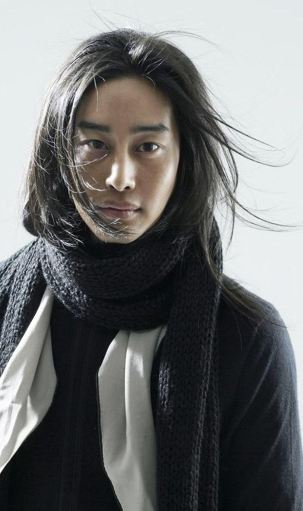 10 diễn viên Kbiz xuất thân trâm anh thế phiệt: Tài tử The Heirs giàu nứt khố đổ vách, Siwon là hậu duệ vua Hàn Quốc - Ảnh 11.