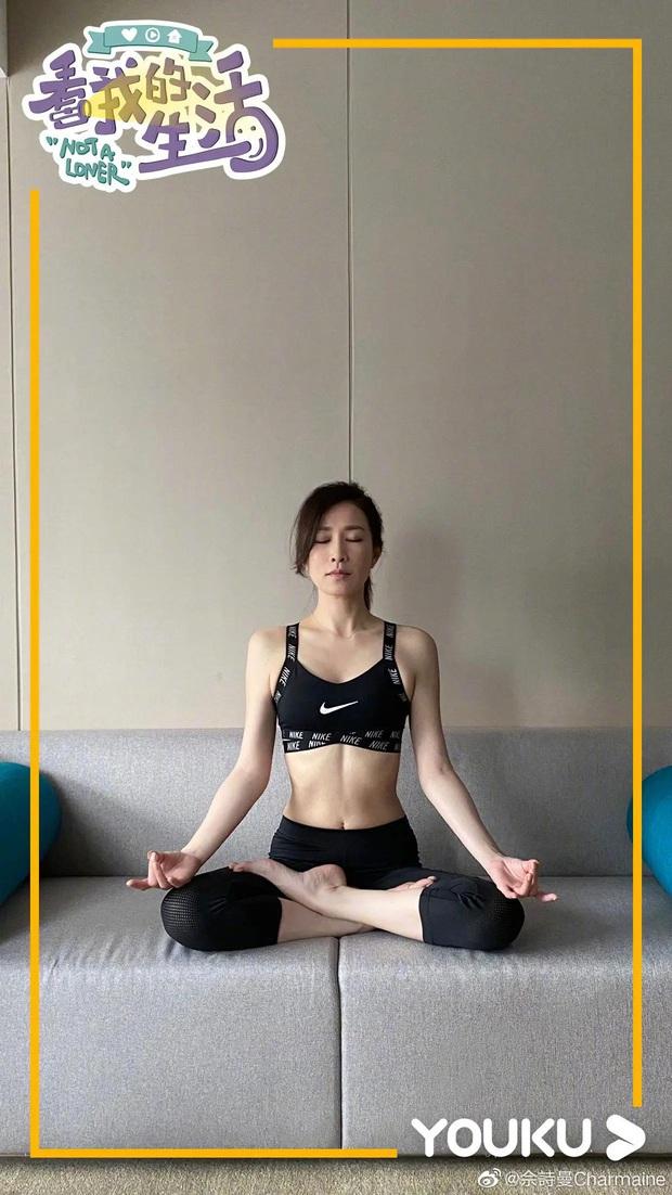 Xa Thi Mạn mới khoe ảnh tập yoga ở nhà mà dân tình đã nháo nhào vào hỏi bí quyết giữ dáng - Ảnh 3.