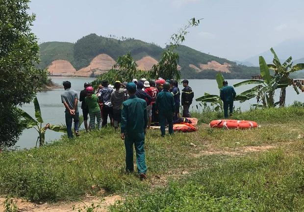 Đi chơi lễ cùng nhóm bạn, nam du khách chết đuối ở hồ Hòa Trung - Ảnh 2.