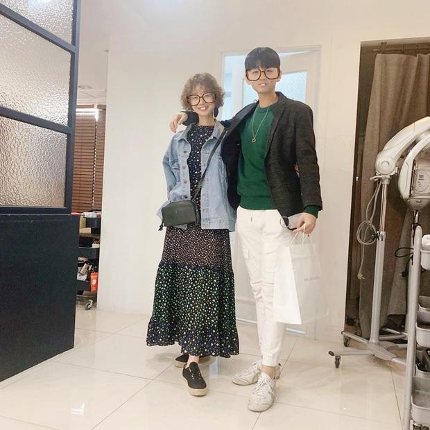 Mẹ Kim Tan chiếm top Naver từ tối qua đến nay vì lần đầu khoe quý tử hào môn, 16 tuổi mà đã cao hơn mẹ cả cái đầu - Ảnh 2.