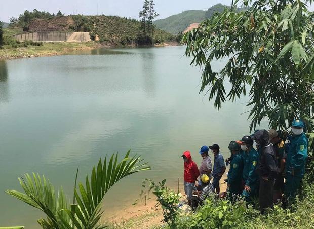 Đi chơi lễ cùng nhóm bạn, nam du khách chết đuối ở hồ Hòa Trung - Ảnh 1.