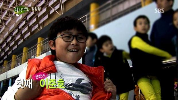 Mẹ Kim Tan chiếm top Naver từ tối qua đến nay vì lần đầu khoe quý tử hào môn, 16 tuổi mà đã cao hơn mẹ cả cái đầu - Ảnh 8.