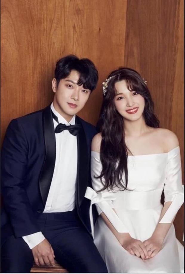 Chuyện idol Kpop bị tẩy chay vì công bố kết hôn: Kẻ nói dối trắng trợn, người tự tay hủy hoại nhóm, nhưng liệu họ có sai? - Ảnh 9.