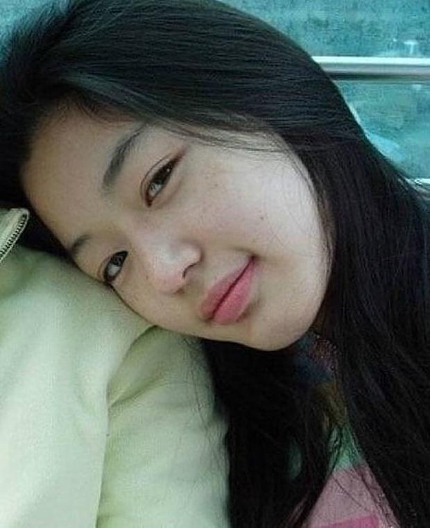 Zoom cận mặt mộc của mợ chảnh Jeon Ji Hyun thời trẻ măng: Da lấm tấm tàn nhang vẫn đẹp không thốt nên lời - Ảnh 2.