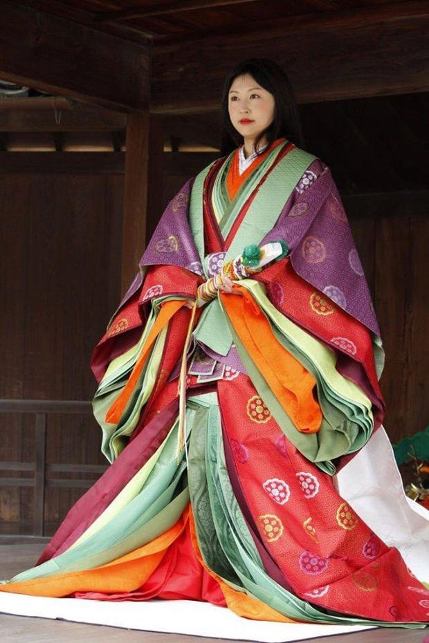 Điều ít biết về bộ trang phục 12 lớp, nặng 20kg đỉnh cao vẻ đẹp trang phục truyền thống Nhật Bản, Hoàng hậu Masako cũng từng mặc ngày đăng quang - Ảnh 12.