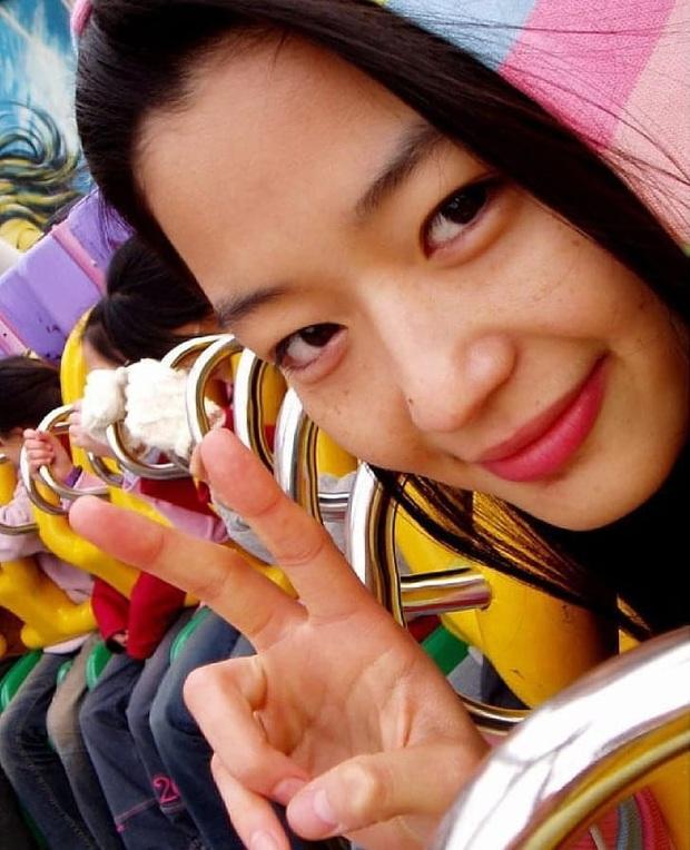 Zoom cận mặt mộc của mợ chảnh Jeon Ji Hyun thời trẻ măng: Da lấm tấm tàn nhang vẫn đẹp không thốt nên lời - Ảnh 4.