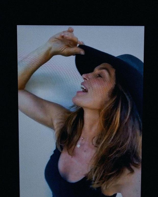 Nhan sắc trẻ mãi không già của siêu mẫu huyền thoại Cindy Crawford tuổi U60 - Ảnh 5.