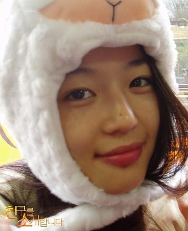 Zoom cận mặt mộc của mợ chảnh Jeon Ji Hyun thời trẻ măng: Da lấm tấm tàn nhang vẫn đẹp không thốt nên lời - Ảnh 5.