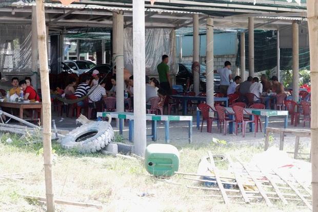 TT-Huế: Hàng nghìn người xé rào tắm biển dịp cuối tuần, nghỉ lễ - Ảnh 6.