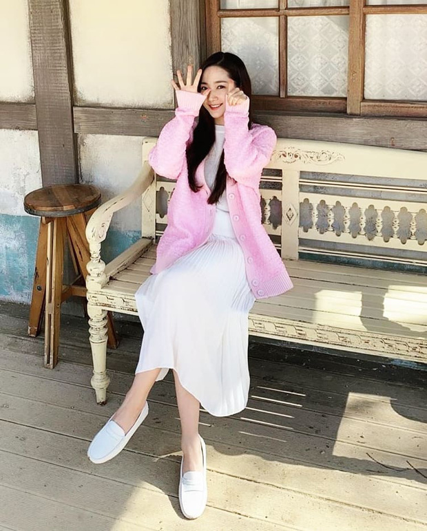 Cứ tưởng Song Hye Kyo sẽ về đích trong pha đụng hàng này, nào ngờ vẫn có 1 nhân vật khiến cô phải hít khói - Ảnh 6.