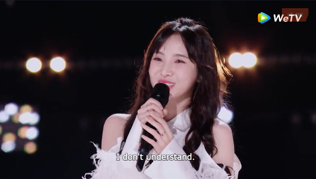 Được khen hát hay nhưng hot girl Thái Lan lại đơ người vì không hiểu giám khảo Sáng tạo doanh nói gì - Ảnh 3.