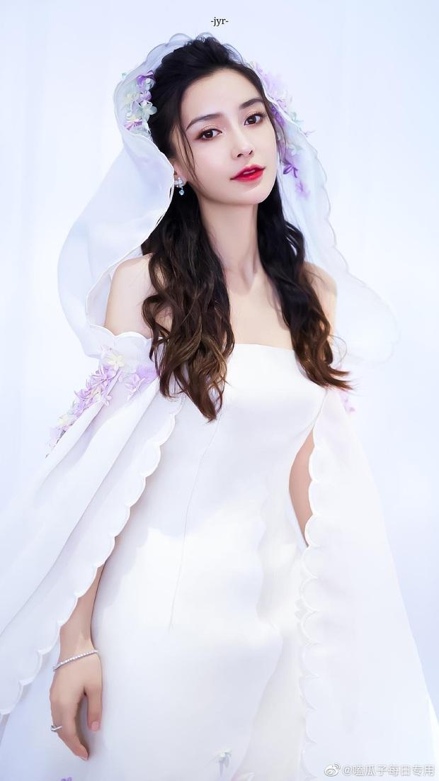 So kè mỹ nhân Cbiz khi diện váy cưới: Nhiệt Ba bốc lửa chẳng cần photoshop, Dương Tử muối mặt vì bị tố chi tiết đáng ngờ - Ảnh 7.