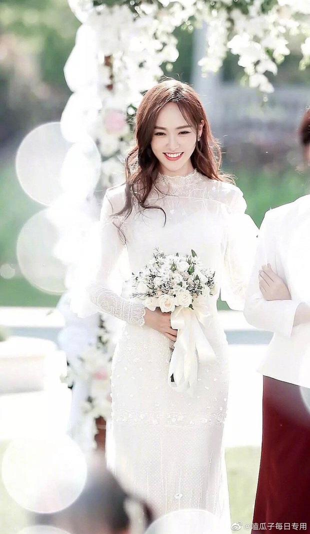 So kè mỹ nhân Cbiz khi diện váy cưới: Nhiệt Ba bốc lửa chẳng cần photoshop, Dương Tử muối mặt vì bị tố chi tiết đáng ngờ - Ảnh 6.