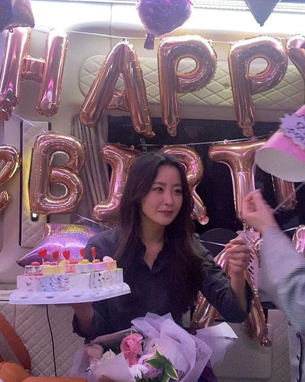 Giữa scandal dàn minh tinh quẩy tiệc, sinh nhật đặc biệt của chị đại tự nhận đẹp hơn cả Kim Tae Hee chiếm spotlight - Ảnh 3.