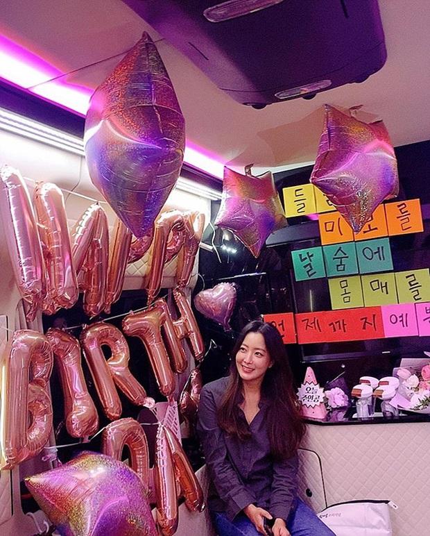 Giữa scandal dàn minh tinh quẩy tiệc, sinh nhật đặc biệt của chị đại tự nhận đẹp hơn cả Kim Tae Hee chiếm spotlight - Ảnh 1.