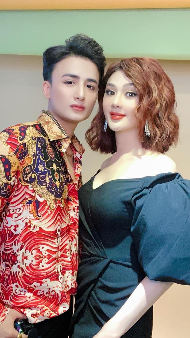 Fan khuyên Lâm Khánh Chi bớt dùng app chỉnh ảnh giả trân, cô liền tỉnh bơ: Mặt chị tự nhiên nhỏ vậy đó - Ảnh 3.