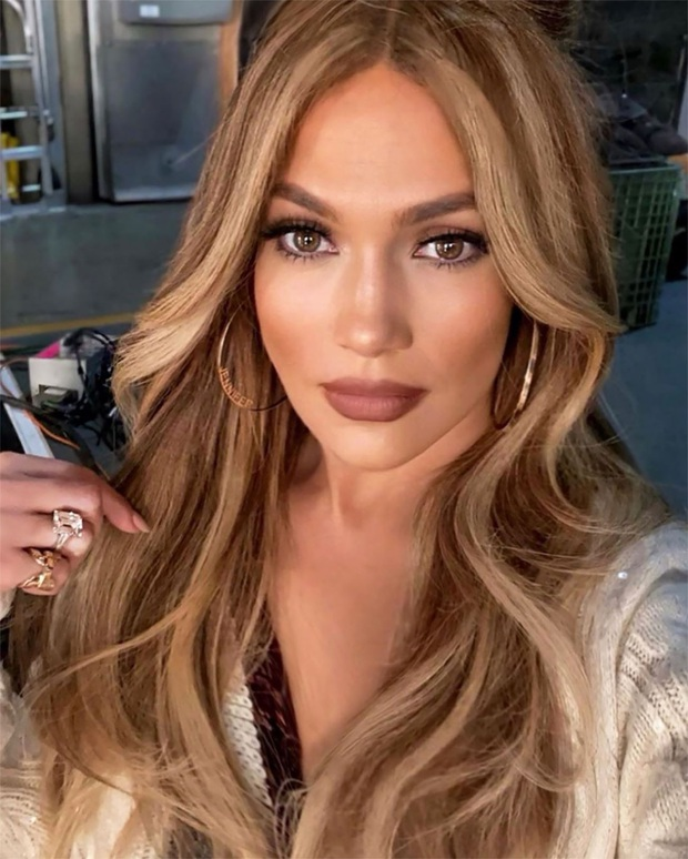 Bức ảnh khiến cả MXH rùng mình: Jennifer Lopez khoe ảnh body, người đàn ông bí ẩn như bị bịt mồm bỗng lấp ló sau lưng - Ảnh 5.