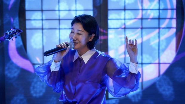 Review BÀ HOÀNG NÓI DỐI: Phim hài hay xuất sắc của quý bà da báo và bà ngoại quốc dân xứ Hàn - Ảnh 8.